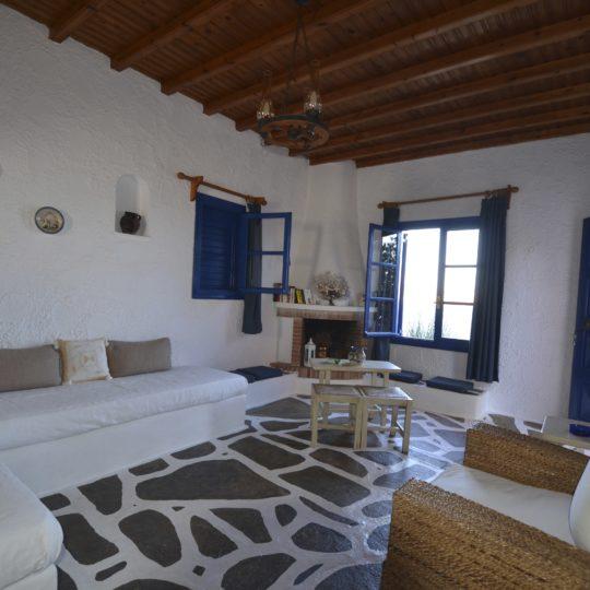 https://villaskalafatis.com/wp-content/uploads/2020/02/Villas-Kalafatis-Livingroom-540x540.jpg