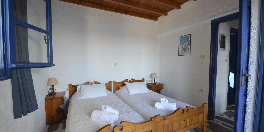 https://villaskalafatis.com/wp-content/uploads/2020/02/Villas-bedroom-a-2-1080x540.jpg