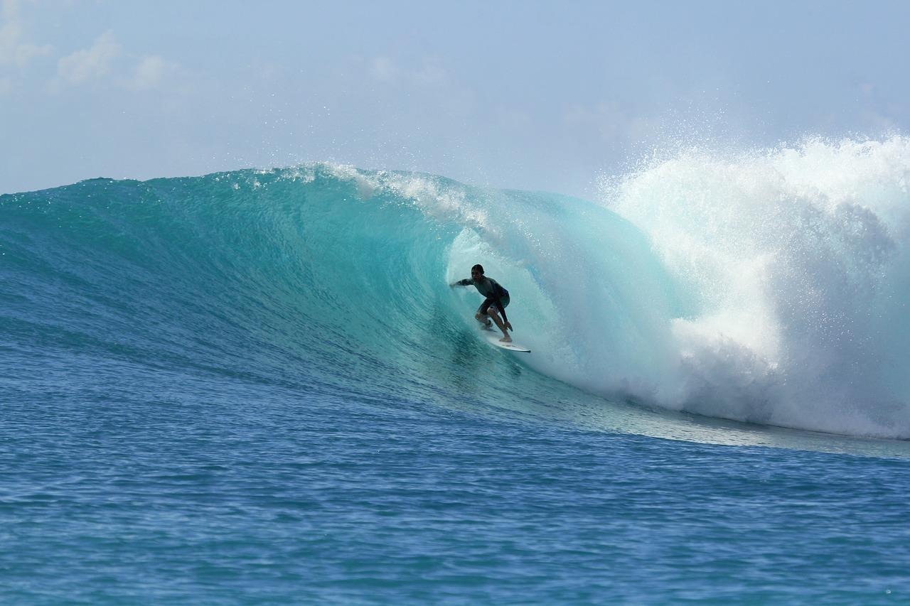 https://villaskalafatis.com/wp-content/uploads/2020/02/surfing-2686393_1280.jpg